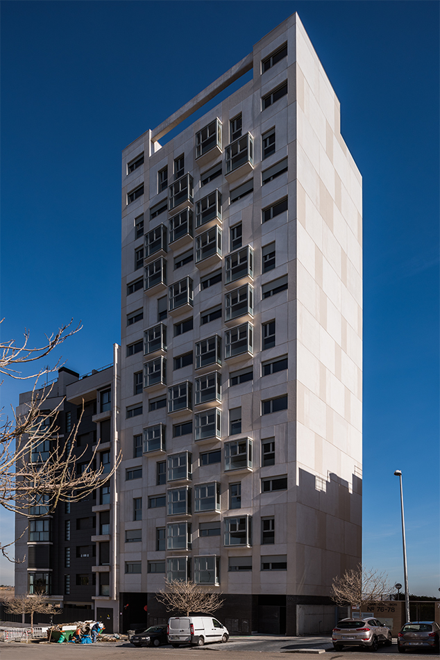 SI ARCHITECTS TORRE VIVIENDA VALDEBEBAS ARQUITECTURA
